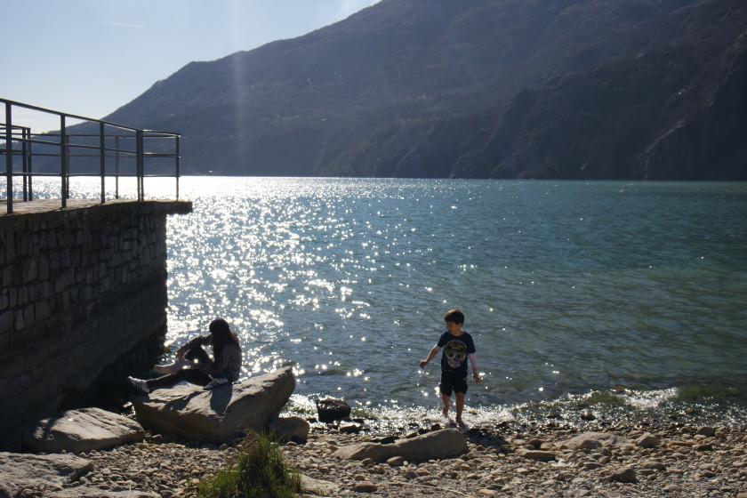 Sabina Montevergine Bambini Lago di Mezzola